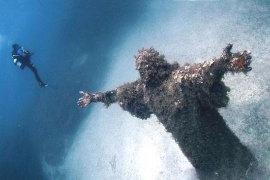 underwater_christ